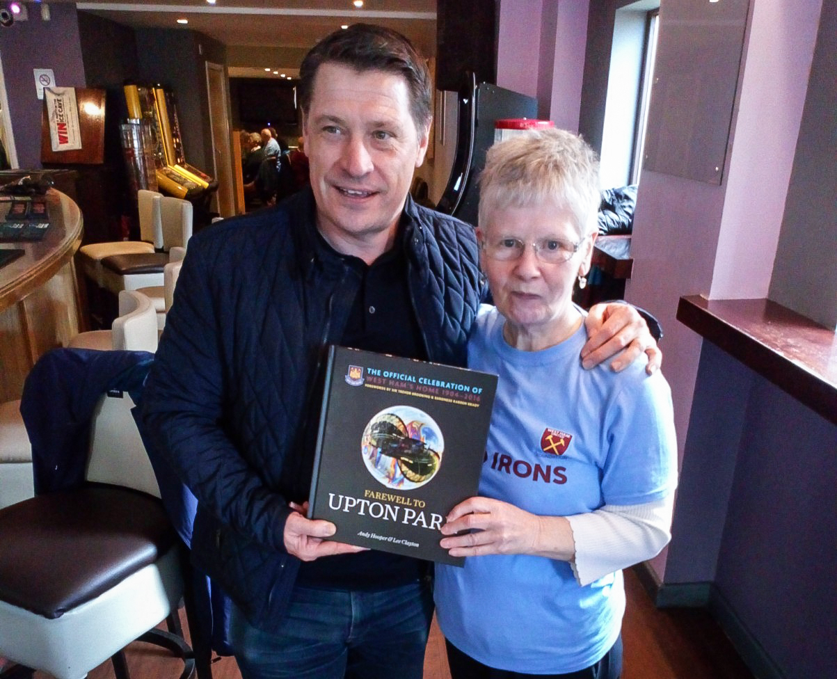 Tony Cottee with Football Friends participant