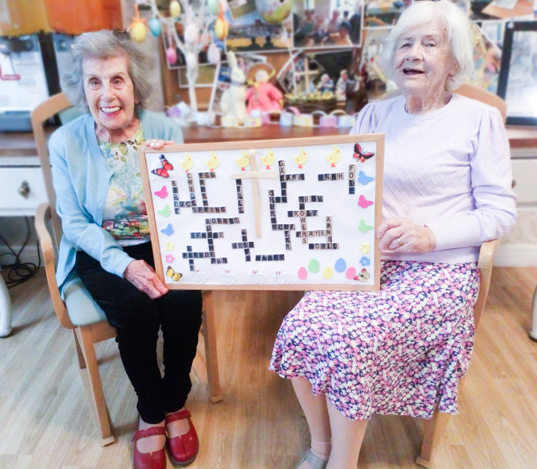 Two RNNH care home residents holding the Easter board